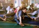 Yoga auf dem Billardtisch?