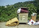 Film-Szenenbild zu Der Müll im Garten Eden